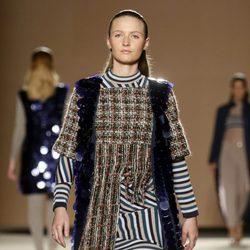Janet Capdevila desfilando sobre la pasarela 080 Barcelona Fashion