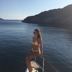Nagore Aranburu presumiendo de bikini a bordo de un velero