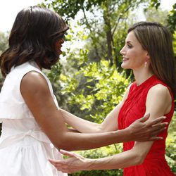 Michelle Obama y la Reina Letizia se saludan con mucho cariño en La Zarzuela