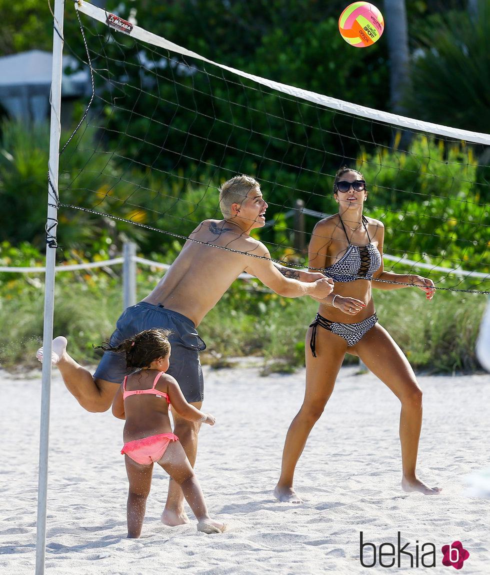 James Rodríguez divirtiéndose con su familia