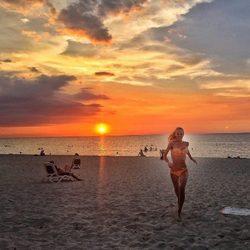 Paula Vázquez en bikini en la playa en su viaje en Cuba