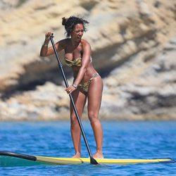 Mel B en bikini en las aguas de Ibiza