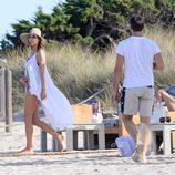 Alessandra Ambrosio disfruta de un fin de semana familiar en Ibiza