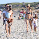 Alessandra Ambrosio de vacaciones con su familia en Ibiza