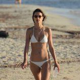 Alessandra Ambrosio luciendo cuerpazo en Ibiza