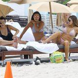 Kourtney Kardashian con Peneloppe Disick y unas amigas en sus vacaciones en Miami