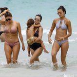 Kourtney Kardashian con Penelope Disick disfrutando de sus vacaciones en Miami