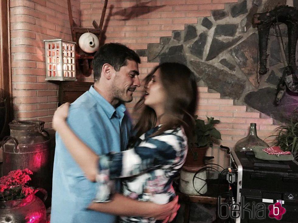 Iker Casillas y Sara Carbonero bailando en un bautizo