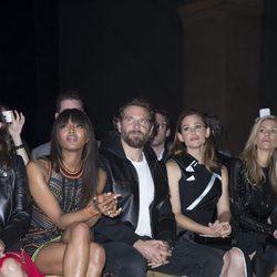 Naomi Campbell, Bradley Cooper y Jennifer Garner en el front row del desfile de Atelier Versace