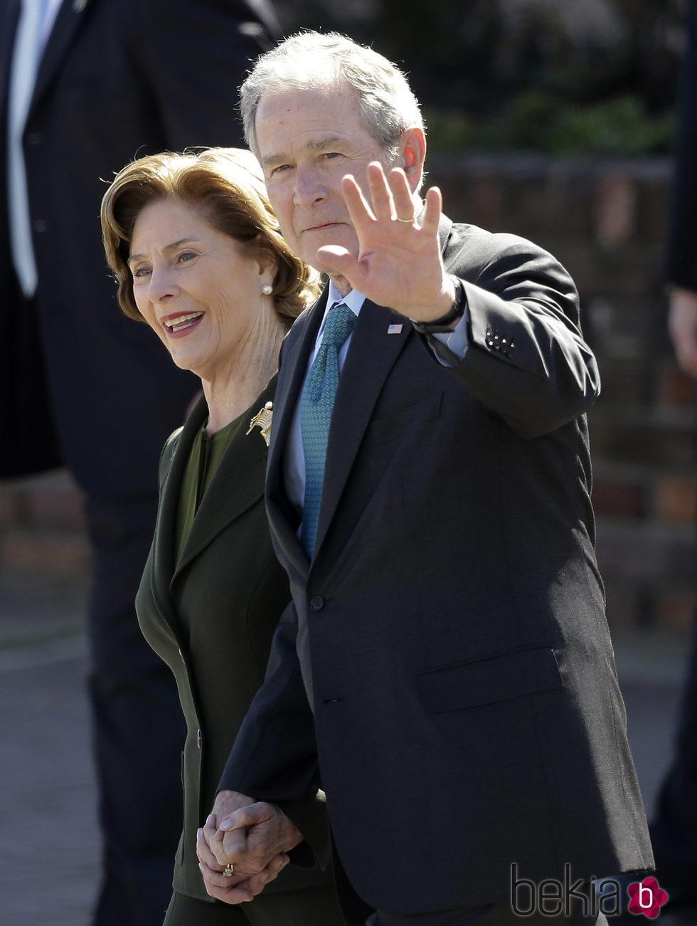 George W. Bush and Laura Lane durante el 50º aniversario de '¿Bloody Sunday?'