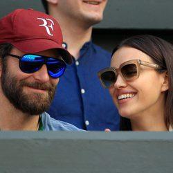 Irina Shayk y Bradley Cooper muy acaramelados en Wimbledon 2016