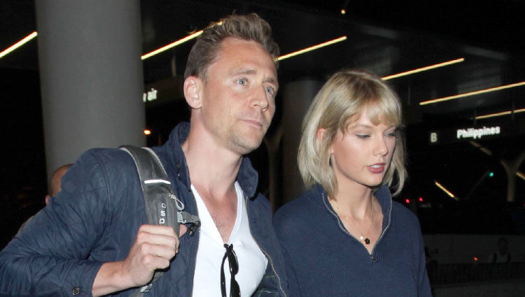 Taylor Swift y Tom Hiddleston en el aeropuerto de Los Angeles