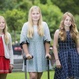 Las princesas de Holanda Amalia, Alexia y Ariane en  el posado de verano 2016
