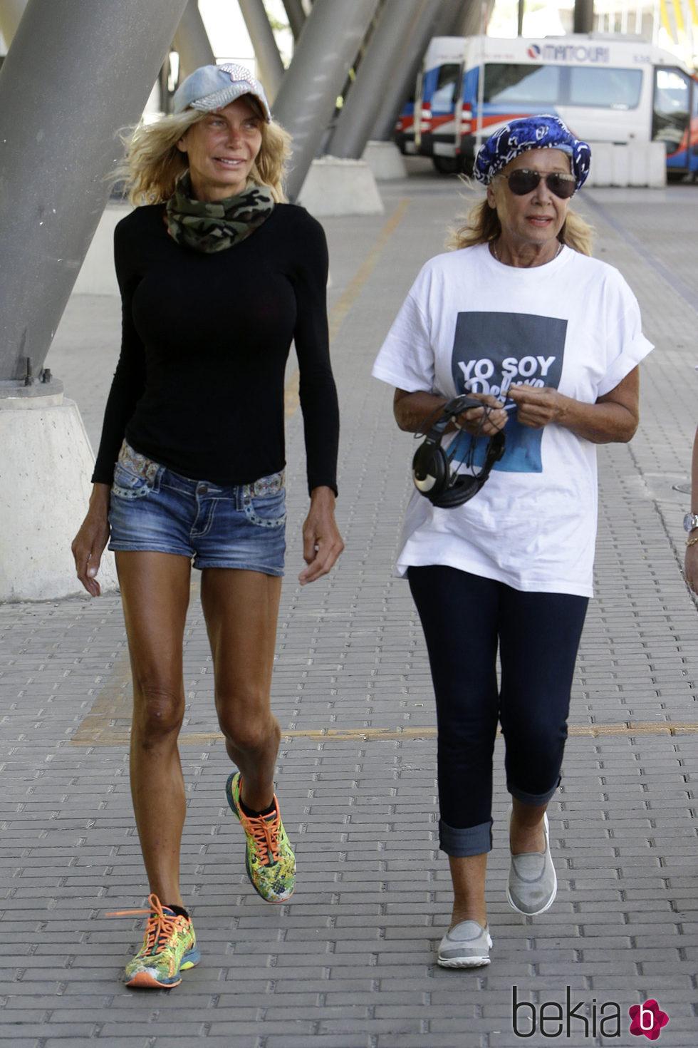 Mila Ximénez y Yola Berrocal a su llegada a Madrid para la final de 'Supervivientes 2016'
