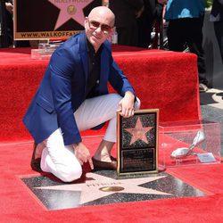 Pitbull con su estrella en el Paseo de la Fama de Hollywood