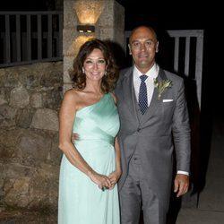 Ana Rosa Quintana con Juan Muñoz en la boda de su hijo Álvaro Rojo con Ana Villarubia