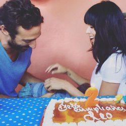Leo Castro se esconde junto a Raquel del Rosario y Pedro Castro en la fiesta por su 2 cumpleaños