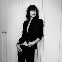Charlotte Gainsbourg posando para Interview Magazine