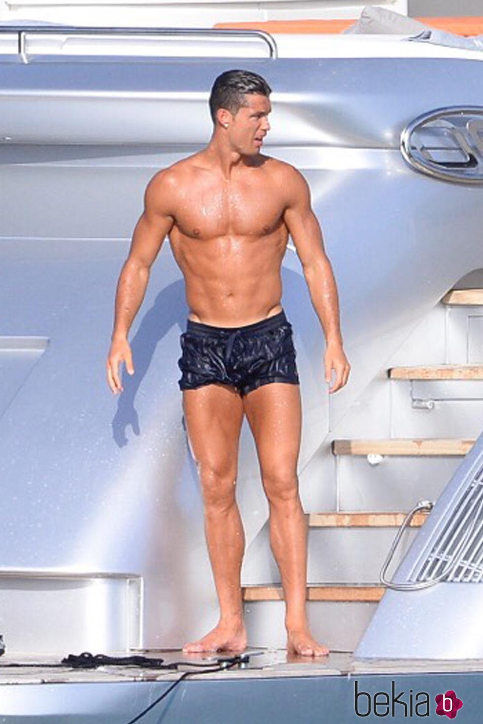 Cristiano Ronaldo luce torso en Ibiza