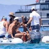 Cristiano Ronaldo y sus amigos en una lancha