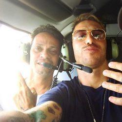 Marc Anthony y Sergio Ramos sobrevolando España en helicóptero