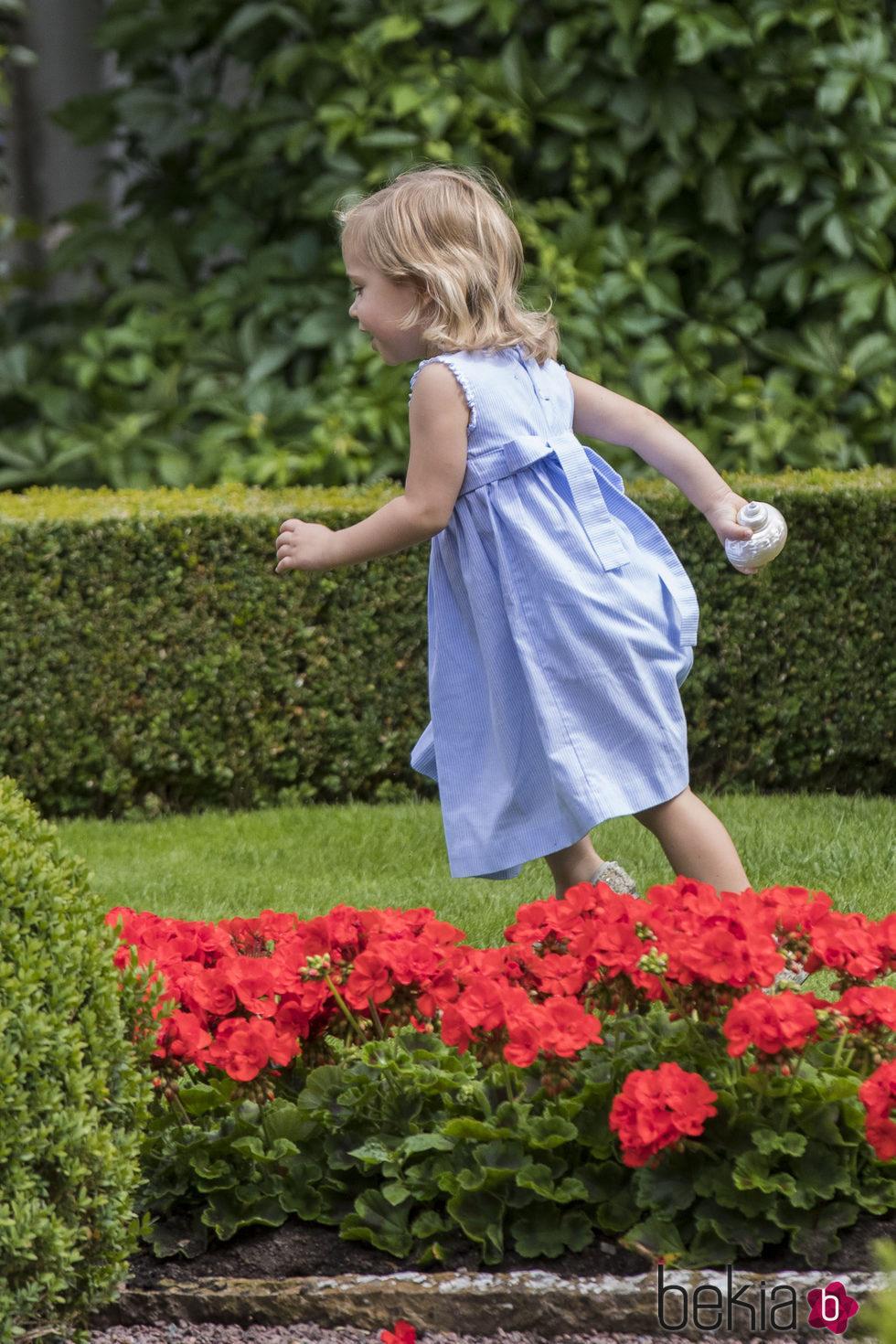 Leonor de Suecia echa a correr durante un posado de verano en Solliden