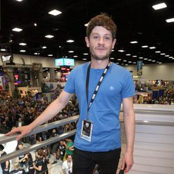 Iwan Rheon en la firma de 'Juego de Tronos' durante la Comic-Con 2016