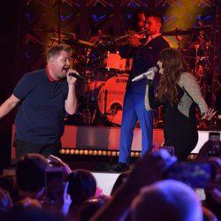 Meghan Trainor y James Corden cantando en Los Ángeles
