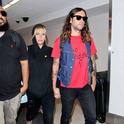 Kesha y Brad Ashenfelter en el aeropuerto LAX