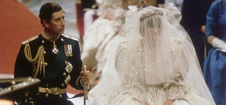 Carlos de Inglaterra y Diana de Gales el día de su boda en 1981