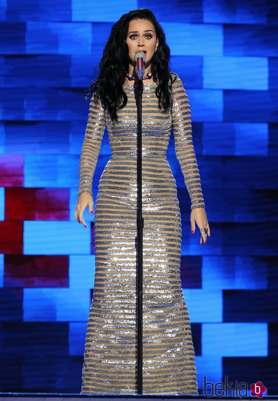 Katy Perry durante su actuación en la Convención Demócrata de Hillary Clinton