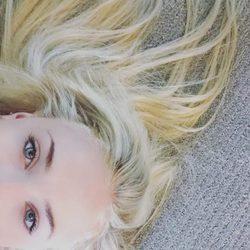 Sophie Turner muestra su nuevo color de pelo