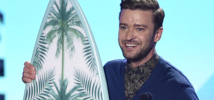 Justin Timberlake recoge su premio en los Teen Choice Awards 2016
