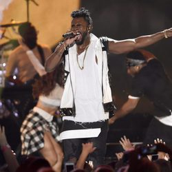 Jason Derulo en su actuación en los Teen Choice Awards 2016