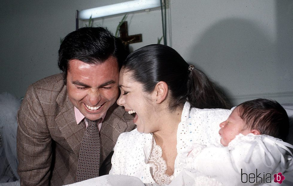 Isabel Pantoja y Paquirri en el hospital tras el nacimiento de su hijo Kiko Rivera
