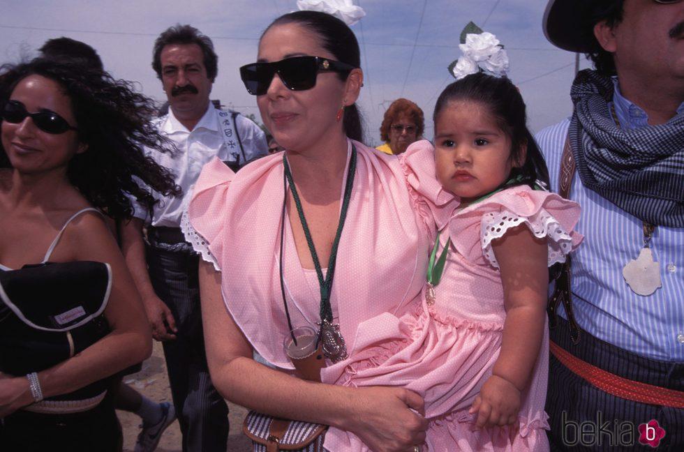 Isabel Pantoja con su hija Chabelita cogida en la Romería de El Rocío