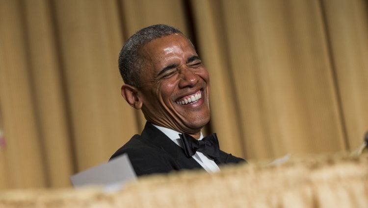 Barack Obama riéndose en la cena de corresponsales de la Casa Blanca 2015