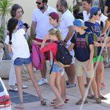 La Reina Sofía lleva a sus nietos a un curso de vela en Mallorca