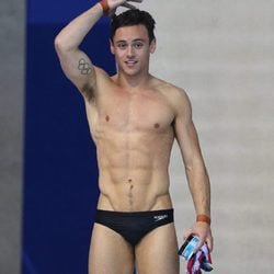 Tom Daley tras la competición europea de saltos