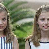 La Infanta Sofía y la Princesa Leonor en el posado de verano 2016