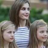 La Reina Letizia, Leonor y Sofía con la mirada perdida