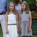 La Princesa Leonor y la Infanta Sofía en los jardines del palacio de Marivent