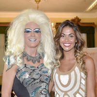 Lara Álvarez junto a un travesti