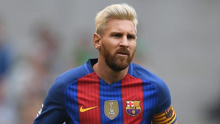 Leo Messi se tiñe de rubio platino durante la pretemporada 2016-2017