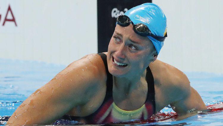 Mireia Belmonte emocionada tras ganar la medalla de oro en 200 metros mariposa en Rio 2016