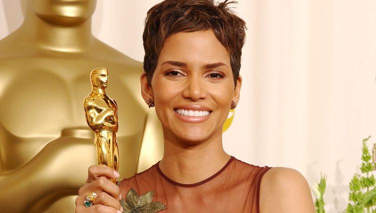 Halle Berry, con su Óscar por 'Monster's Ball'