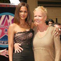 Halle Berry con su madre en el paseo de la fama