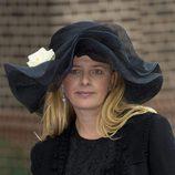 Mabel de Holanda vestida de negro en una boda