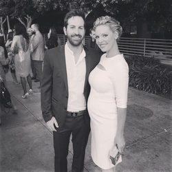 Katherine Heigl y Josh Kelley en una fiesta de la CBS