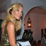 Carmen Lomana de Dj en una fiesta en Marbella